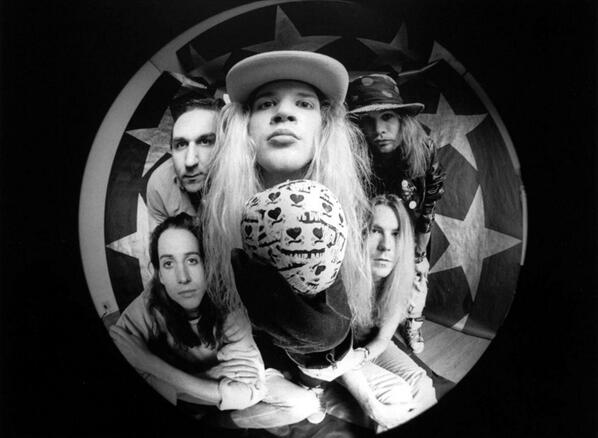 MIRÁ EL VIDEO «Mother Love Bone» – «Stardog Champion» del álbum «Apple» (1990)