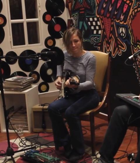 MIRÁ EL VIDEO: Natalia Pellegrinet – «La Ventana» en Living Sessions – Red Moskito Radio