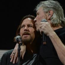 """MIRÁ EL VIDEO """"Roger Waters & Eddie Vedder"""" – """"Comfortably Numb"""" en vivo """"United Center de Chicago"""" (2017)"""