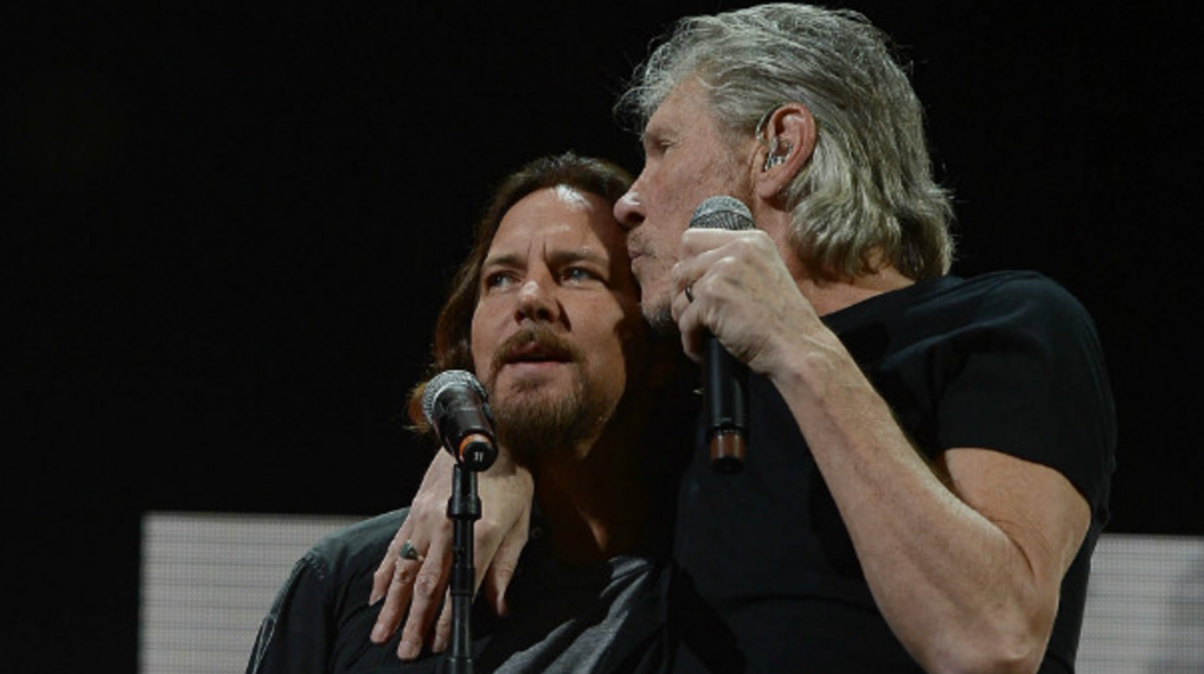 MIRÁ EL VIDEO «Roger Waters & Eddie Vedder» – «Comfortably Numb» en vivo «United Center de Chicago» (2017)