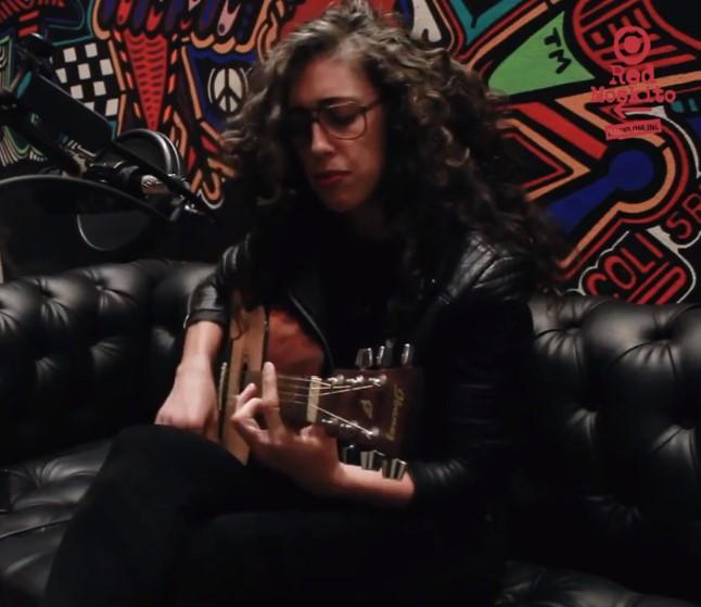 MIRÁ EL VIDEO: Paula Maffía – «Polvo» en Red Moskito Radio