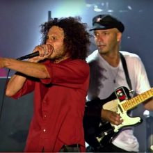 MIRÁ EL VIDEO «Rage Against The Machine» – «Bulls On Parade»  Live At Finsbury Park, London  (2010)