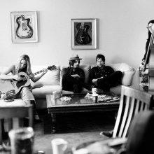MIRÁ EL VIDEO «The Raconteurs» – «Old Enough» del álbum «Consolers of the lonely» (2008)