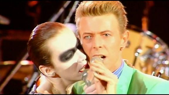 MIRÁ EL VIDEO «Queen & Annie Lennox & David Bowie» – «Under Pressure» Live «Wembley – Londres – UK» (1992)